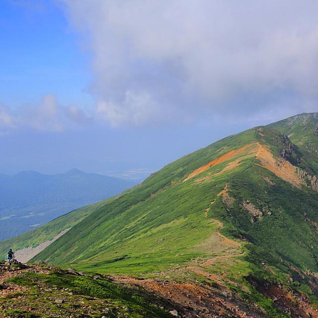 富良野岳へと向かう #Daisetsuzan #Tokachidake #Tomuraushi #Furanodake #Hokkaido #japanmountains #Fastpacking #OYMgram