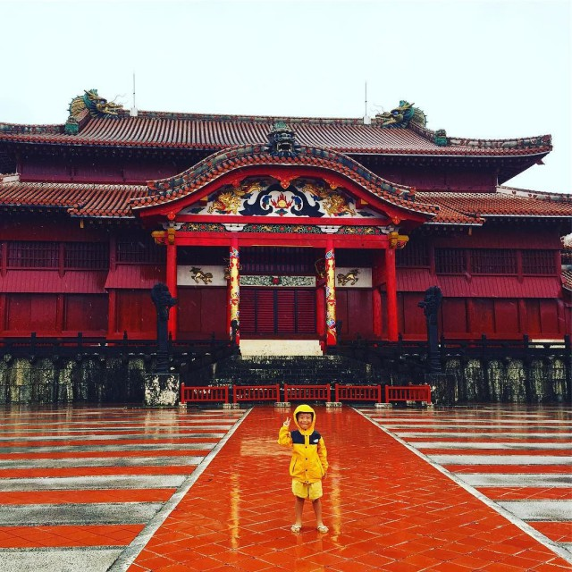 Tayhoon_rain_and_nobody_in_the_Shuri_castle._________________________________________________________________________________________kidstrip__kidscamp__haltrip2016__Naha__okinawa__japantrip